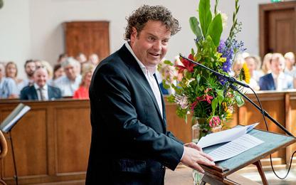 Dirk Zeelenberg als trouwambtenaar